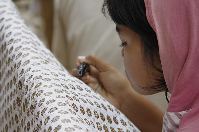 batikování a děvče