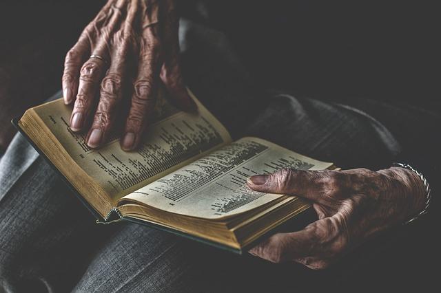 čtení stařenky
