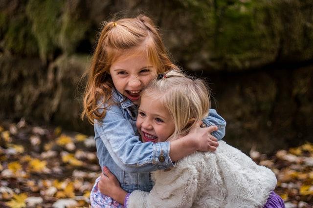 Dívky na zahradě